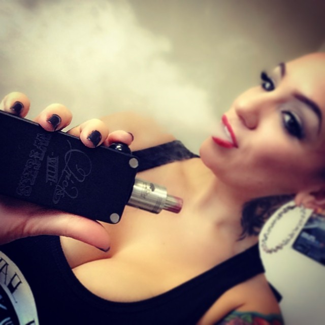 @camwinans clearly loving her new #hexohmmod from @chickswithwicks and @cravingvapor so awesome!