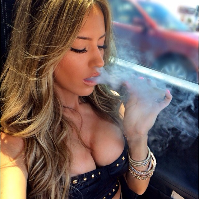 Vaping isn't a hobby..it's a lifestyle ???????? #girlswhovape #vapelife #modelswhovape #cloudchaser #iblowclouds