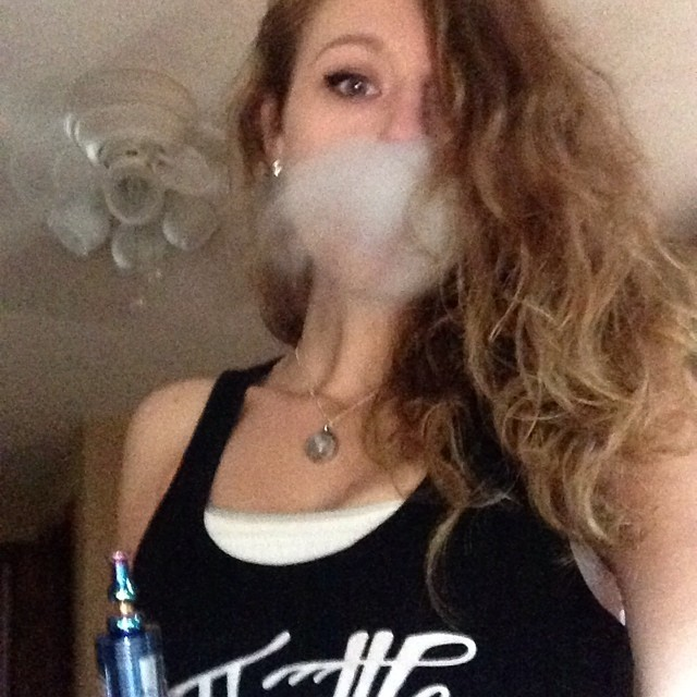 Workin on my beard. ???? Happy #sundayfunday! ???????????? #vape #vapor #vapeon #vapefam #vapelife #vapelyfe #vapeporn #vaporize #vapequeen #vaporlife #vapeallday #vaprorizers #vapemovement #vapecommunity  #girlswhodrip #girlswhovape #girlsthatvape #girlswhobuild #chickswithwicks