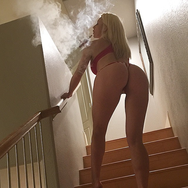 If you're in Las Vegas, your only #VapeStore should be @puff_vapors @puff_vapors @puff_vapors Love, #NicoletteShea ??????????????????