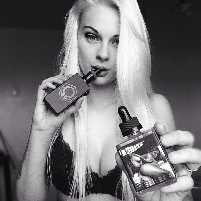 Vaping on #PenthouseDream by @gallery.vape ???? Flavor profile: Aged in Kentucky oak bourbon barrels this sweet and salty caramel treat will leave you dreaming of notes of vanilla, bourbon, custard. ???? Hands down one of the best eliquids I have vaped. Go check out their page @gallery.vape ???? #galleryvape #happyvaping #idontdovapeiamvape #girlswhovape #vapemodel #vapeporn #vapecommunity #watervapor #coils #rda #penthousedream #vgpg #girlswhobuild #hexohm #cltv2 #boobies #blondee #blowclouds ????????????????