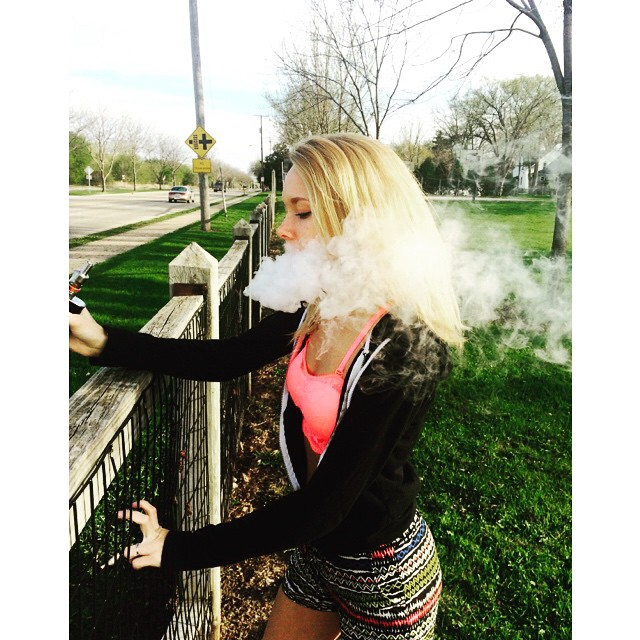 UR JEALOUS | #vape #vapeprincess #vapejunkie #vapelife #clouds #cloudchaser #girlswhodrip #girlswhovape #chickswithwicks #vapefamous #cloudandcoil #madmikes #model  #subohm #blonde #happy #summer #VAPEANDBOOBS #lol