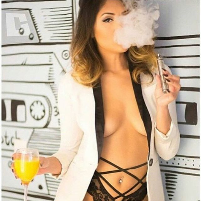 @Marie_madore Vaping with Class with a Glass of mimosa ?????!