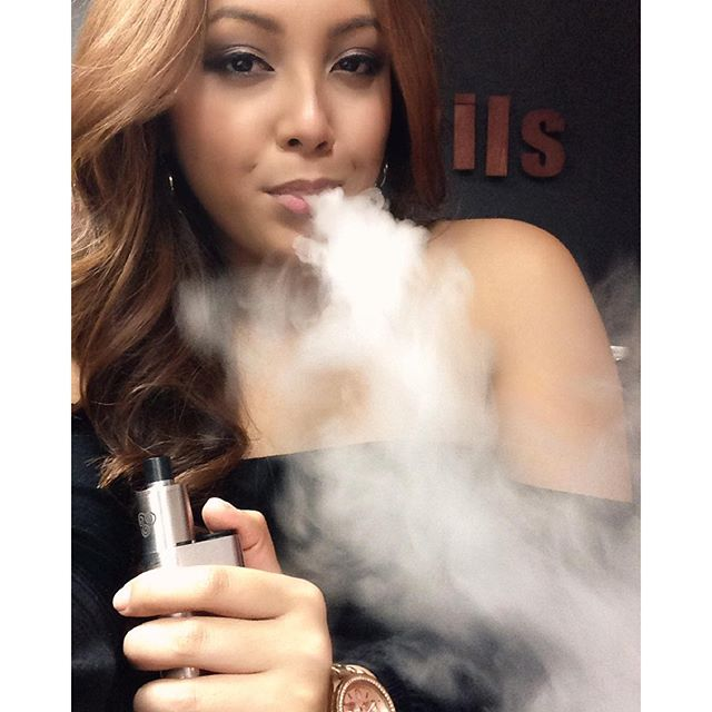 Cause i just wanna look good for you?? #selfie #selfiesunday #vapeselfie #vapemodels #girlswhovape #vapegirls #dripgirls #vapeporn #calivapers #socalvapers #dripclub #vapefam #vapeon #vapedaily #vapeaholiks #vapelikeaboss #vapefamous #tagsforlikes