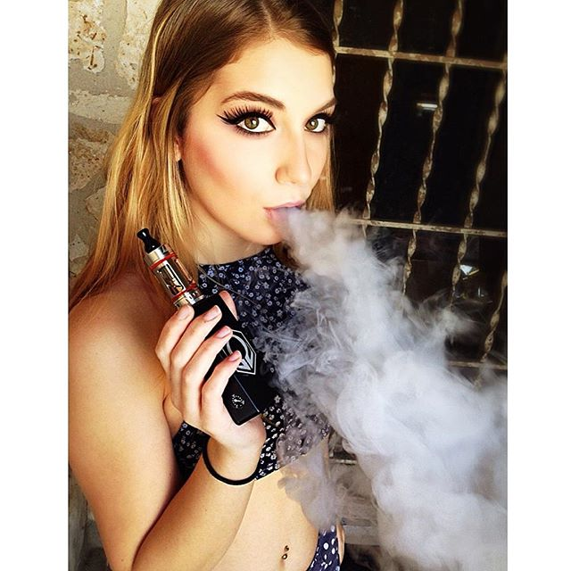Cloud kitten ?? #vape #model #hexohm #cravingvapor #qualitycloudstx #electricember #dopeshow #clouds #swag #doyouevenvape #vapemodels #vapegirlnextdoor #girlsthatvape